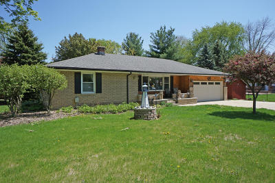 Oconomowoc Single Family Home For Sale: 683 N Lapham St