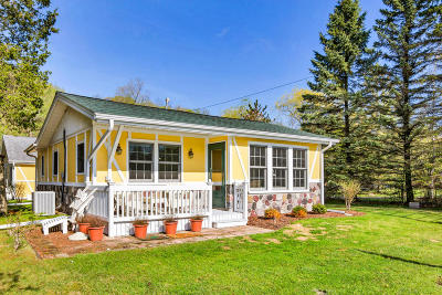 West Bend Single Family Home For Sale: 5508 Bauers Dr