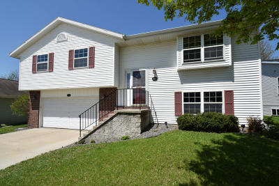 West Bend Single Family Home For Sale: 1518 Walsh Acres Dr