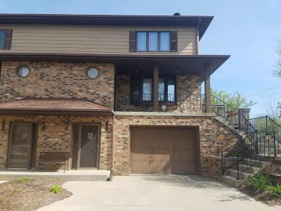 Brookfield Condo/Townhouse For Sale: 18840 Emerald Dr