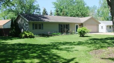 Muskego Single Family Home For Sale: W194s7229 Cameron Ct