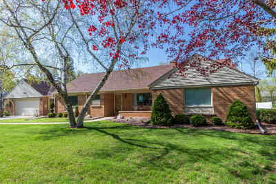 Single Family Home For Sale: 824 E Hermitage Rd
