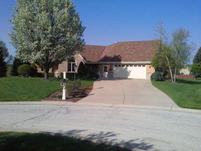 Pewaukee Single Family Home For Sale: N21w26773 Cattail Ct