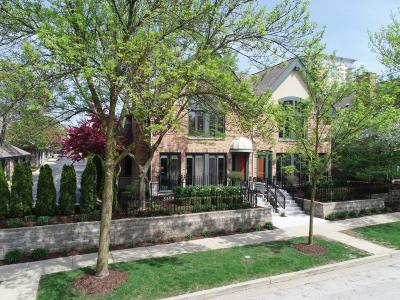 Milwaukee Condo/Townhouse Active Contingent With Offer: 1430 N Astor St