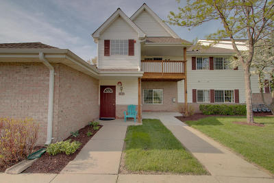 New Berlin Condo/Townhouse Active Contingent With Offer: 14822 W Arrowhead Ln