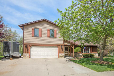Jackson Single Family Home Active Contingent With Offer: N161w19390 Stonehedge Dr
