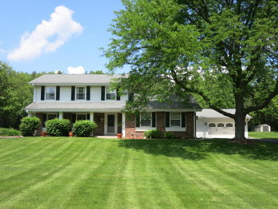 Delafield Single Family Home Active Contingent With Offer: N9w31730 Huckleberry Way