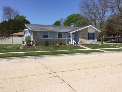 Kenosha Single Family Home Active Contingent With Offer: 3204 17th Ave