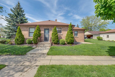 Kenosha Single Family Home Active Contingent With Offer: 6933 41st Ave