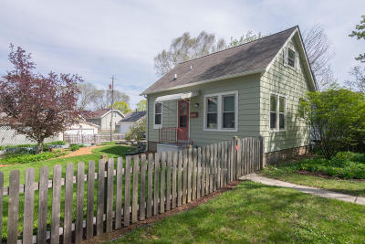 Milwaukee Single Family Home For Sale: 3126 S Nevada St