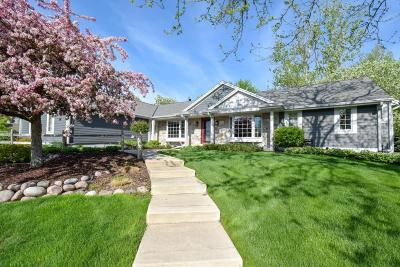 Waukesha Single Family Home Active Contingent With Offer: 1275 Ridge Rd