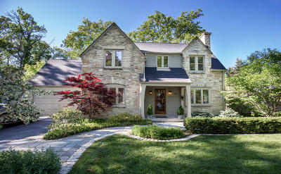 Milwaukee County Single Family Home Active Contingent With Offer: 414 E Daphne Rd