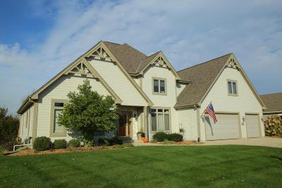 Waukesha Single Family Home For Sale: 4123 Oakmont Trl