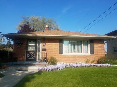 Milwaukee Single Family Home For Sale: 3367 S 84th St