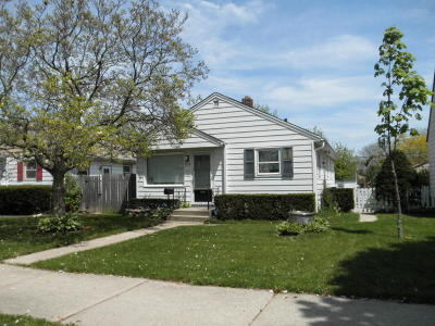 Milwaukee Single Family Home For Sale: 3958 N 70th St