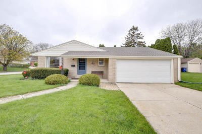 Racine Single Family Home For Sale: 1032 Crab Tree Ln