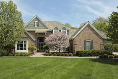 Pewaukee Single Family Home For Sale: W289n3212 Lost Creek Ct