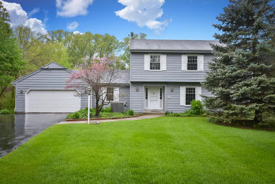 Mequon Single Family Home Active Contingent With Offer: 11227 N Bobolink Ln