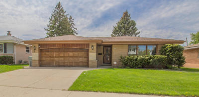 Milwaukee Single Family Home For Sale: 3635 S. 77th St