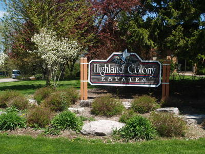 Ozaukee County Condo/Townhouse Active Contingent With Offer: 12916 N Colony Dr