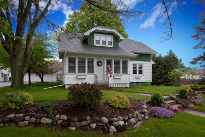 Slinger Single Family Home Active Contingent With Offer: 200 Kettle Moraine N Dr