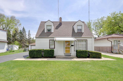 Milwaukee Single Family Home For Sale: 1409 W Custer Ave