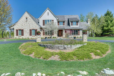Mequon Single Family Home For Sale: 10544 N Wood Crest Dr
