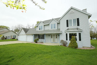 Muskego Single Family Home For Sale: S78w15551 Foxtail Cir