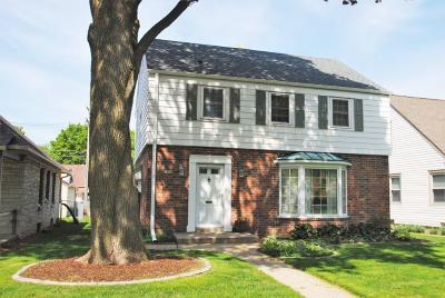 Milwaukee WI Single Family Home Active Contingent With Offer: $185,000