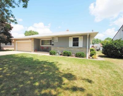 West Allis WI Single Family Home Active Contingent With Offer: $165,000