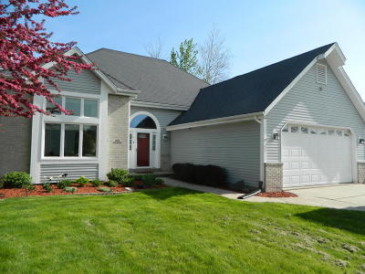 Sussex Single Family Home Active Contingent With Offer: N59w24520 Quail Run Ln