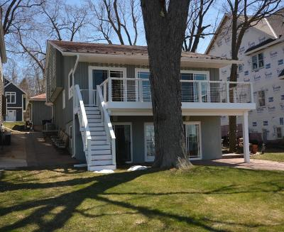 Pewaukee Single Family Home For Sale: 485 Park Ave