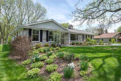 Brookfield WI Single Family Home For Sale: $334,900
