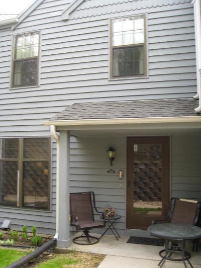 Pewaukee Condo/Townhouse Active Contingent With Offer: 353 Lexington Ct #D