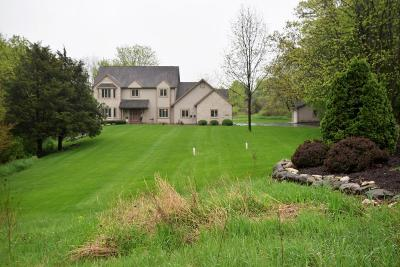 Waukesha Single Family Home Active Contingent With Offer: S73w25145 High Ridge Dr