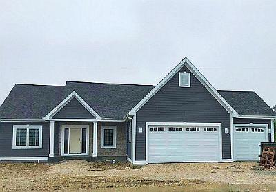 Waukesha Single Family Home Active Contingent With Offer: 2930 Makou Trl
