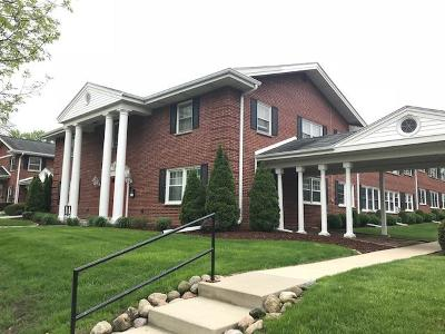 West Allis Condo/Townhouse For Sale: 3119 S 122nd St #14
