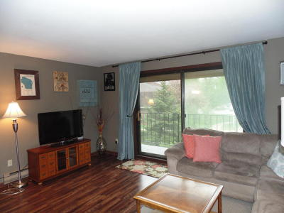 West Allis Condo/Townhouse For Sale: 1615 S 115th Ct #5