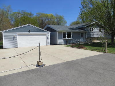 Pell Lake Single Family Home Active Contingent With Offer: N1114 Spruce Rd