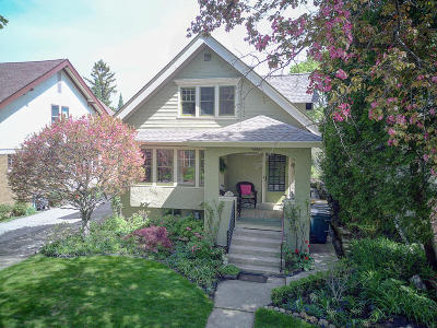 Shorewood Single Family Home For Sale: 2414 E Menlo Blvd