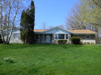 Cedarburg Single Family Home Active Contingent With Offer: 542 Sarah Ln