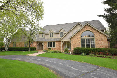Ozaukee County Single Family Home Active Contingent With Offer: 10116 N Waterleaf Dr