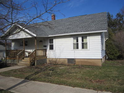 Single Family Home Active Contingent With Offer: 1114 State St