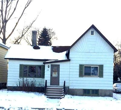 Marinette WI Single Family Home For Sale: $32,000