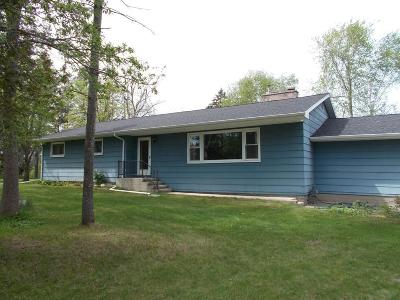 Menominee Single Family Home For Sale: W6366 W 38th Ave