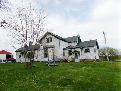 Menominee MI Single Family Home For Sale: $159,000