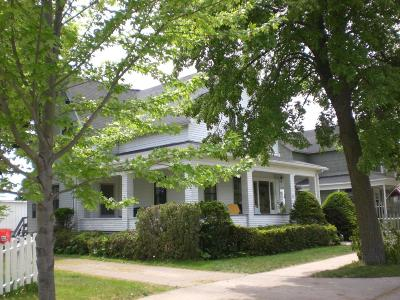 Menominee Single Family Home For Sale: 601 5th Ave