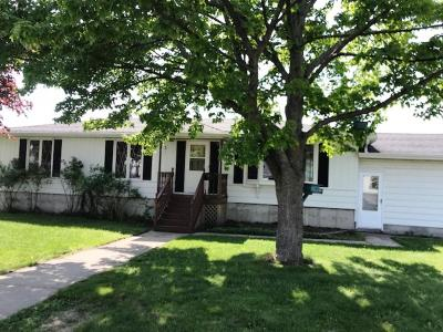 Marinette WI Single Family Home For Sale: $99,000