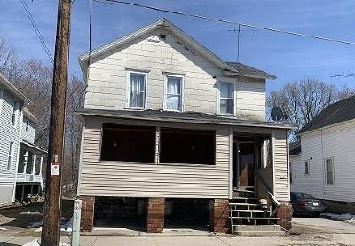 Menominee Multi Family Home For Sale: 816 6th St