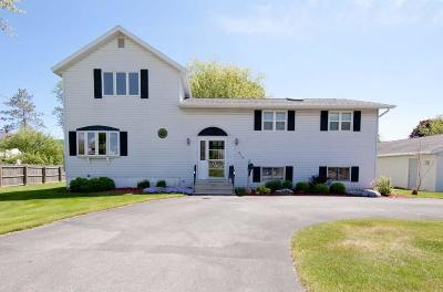 Marinette Single Family Home Active Contingent With Offer: 419 Baxter St